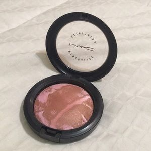 MAC Cosmetics Mineralize Powder in Rio
